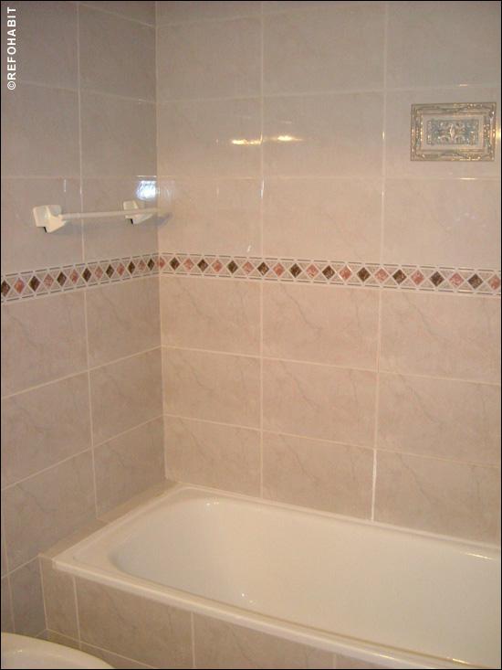 Precio de ducha de gresite y paredes de pav s con mampara - Cenefas de vinilo para banos ...