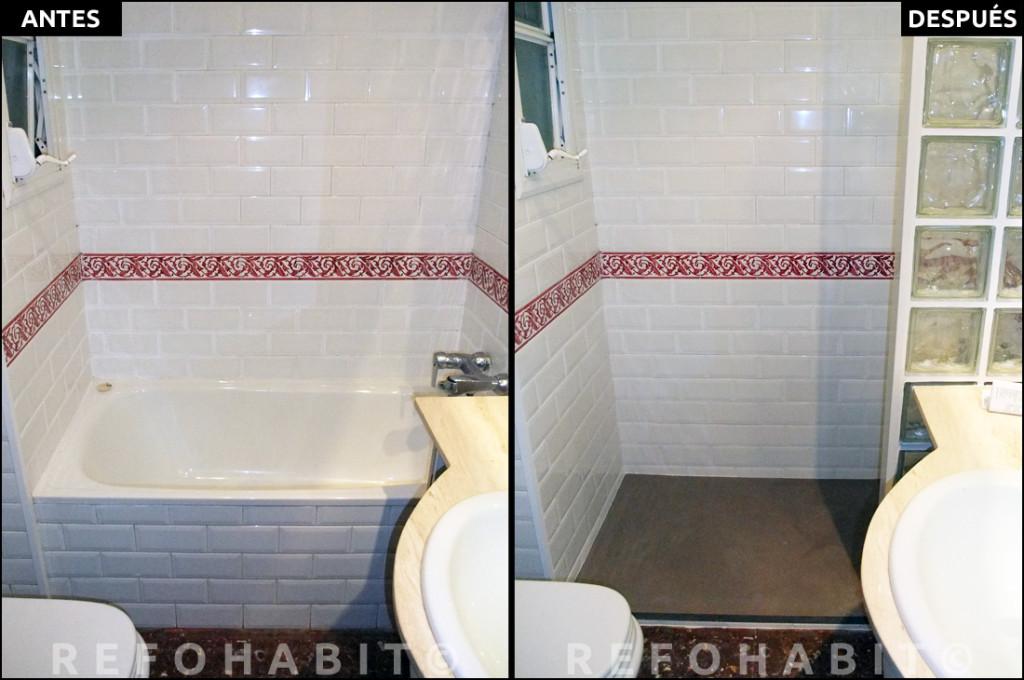 Reforma parcial de baño con cambio de bañera por ducha en Barcelona. Antes y después de la extracción de bañera para instalar plato de resina antideslizante con pavés separando la zona ducha del lavamanos.