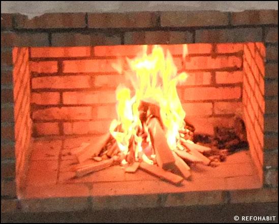 Cu l es el tipo de le a adecuada a nuestra chimenea - Tipos de lena para chimeneas ...