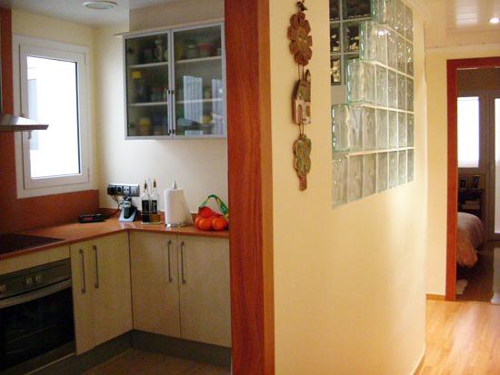 Reforma integral de cocina en sant gervasi ampliaci n for Cocinas abiertas al pasillo