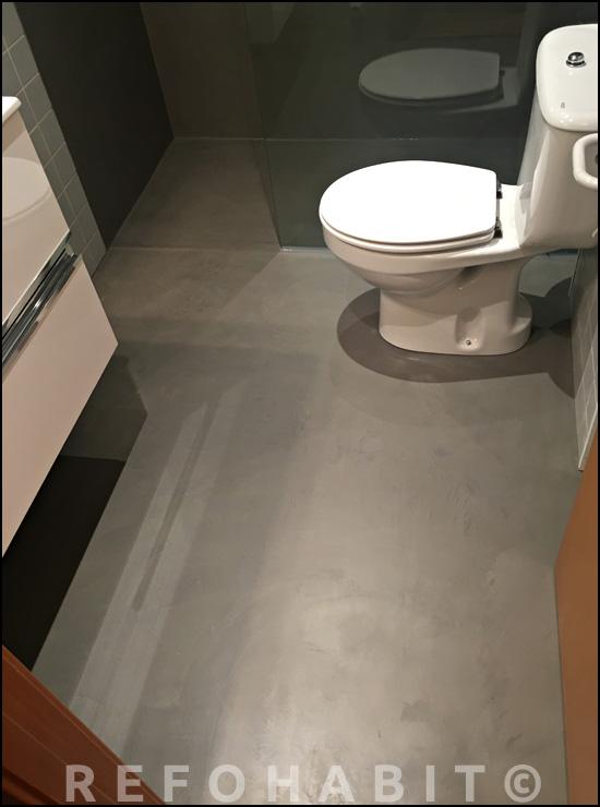 Colocación de microcemento en suelos y paredes del baño