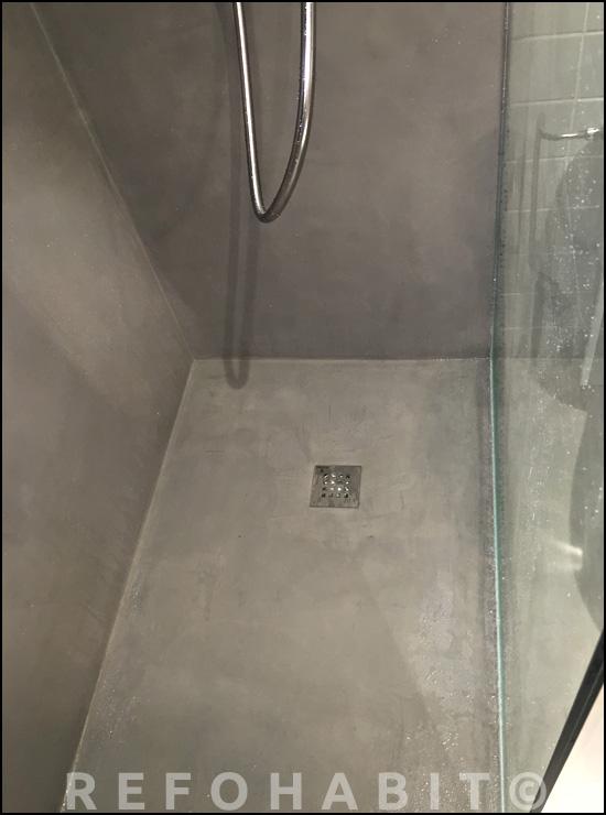 Quitar bañera para hacer plato de ducha de microcemento