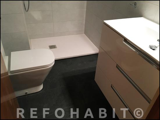 Reforma integral de baño con plato de ducha de resina