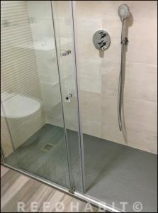 Plato de ducha a nivel de suelo.
